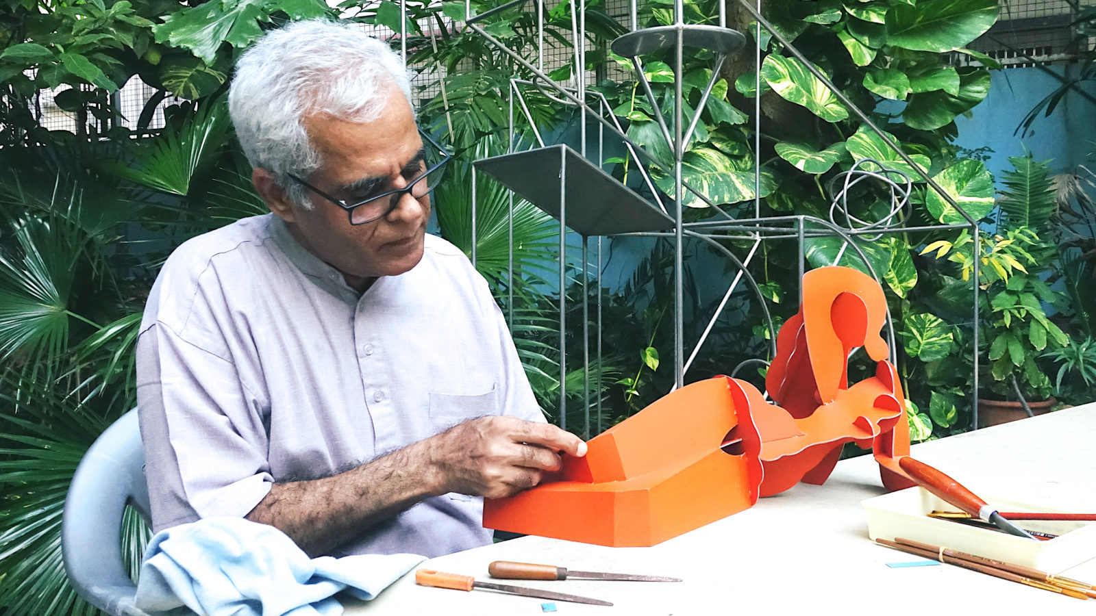Dhruva Mistry at work in his garden, 2019. Courtesy of the artist and Akara Art